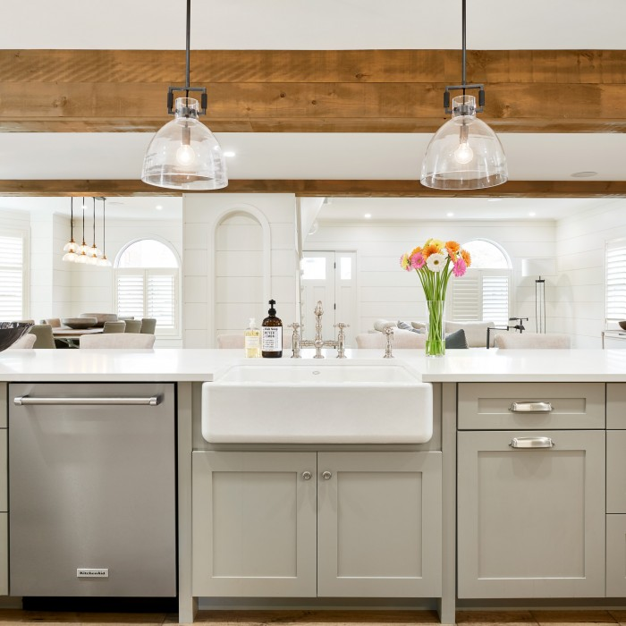 Apron sink in kitchen island